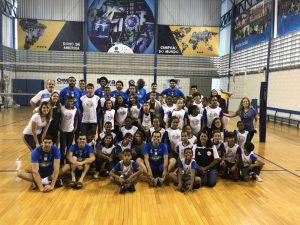 Alunos do projeto Vôlei em Rede, Núcleos Lagoa Santa/MG, visitam treinam do Sada Cruzeiro em Belo Horizonte.