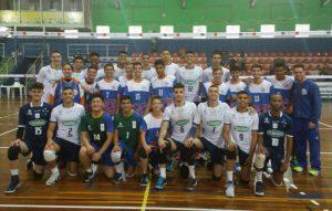 Alunos da categoria Super Vôlei do Núcleo Central – Curitiba/PR jogam com grandes times do esporte, como o Sada Cruzeiro/MG, fazem amizades e trocam experiências.