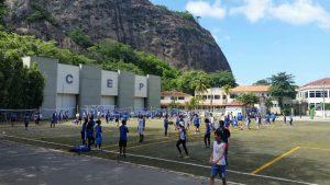Jogos de minivôlei favorecem a integração entre alunos de núcleos diferentes.