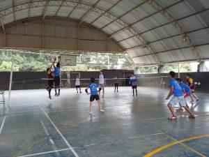 Minivôlei promove interação entre alunos, convidados e ex-alunos no Núcleo Ponta Grossa/PR.