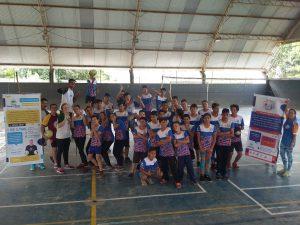Cerca de 90 crianças e adolescentes participam de encerramento no Colégio Estadual Professora Linda Salamuni Bacila, sede das aulas do projeto Vôlei em Rede em Ponta Grossa.